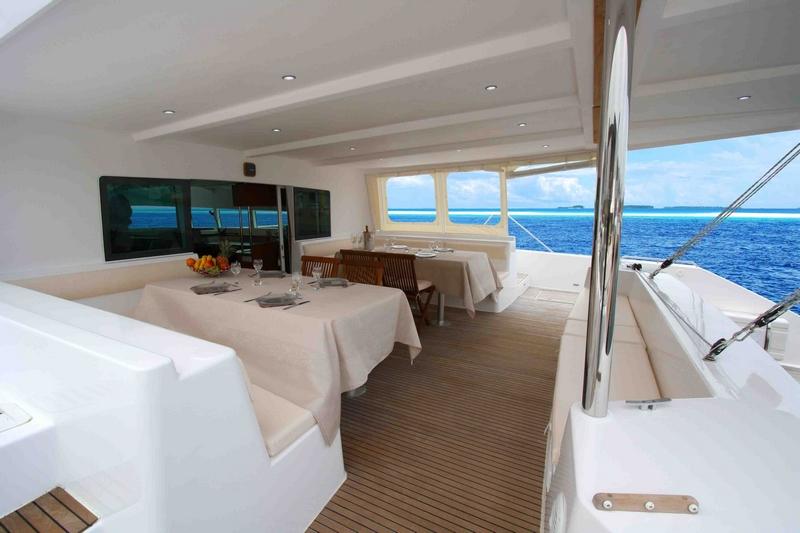 catamaran-catlante-600-tables