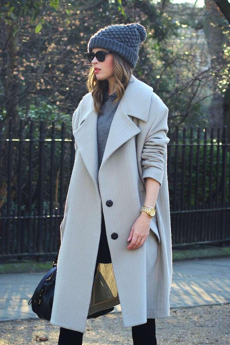 chapeau-femme-hiver-bonnet-tricot-gris-manteau-gris-clair