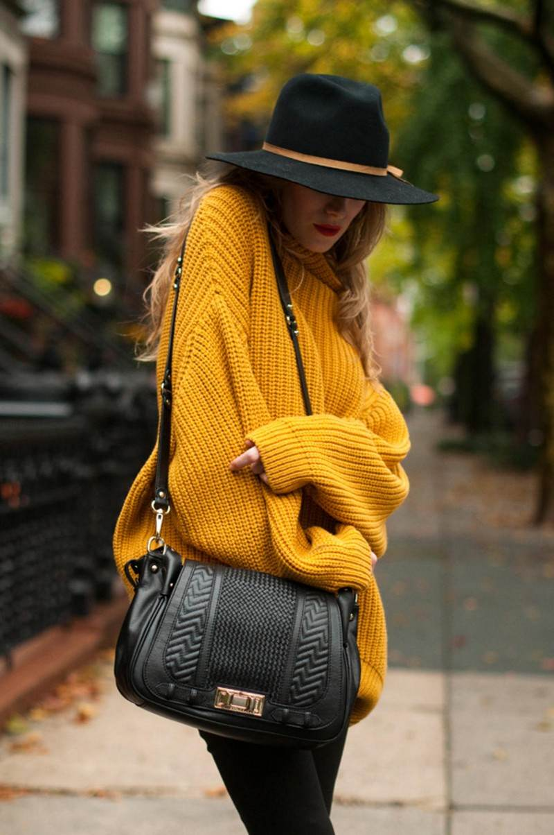 chapeau-femme-hiver-fedora-noir-pull-jaune