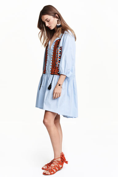 ROBE BLEUE BRODEE