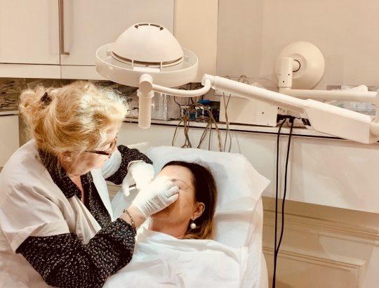 une séance de rajeunissement avec le Docteur Catherine de Goursac