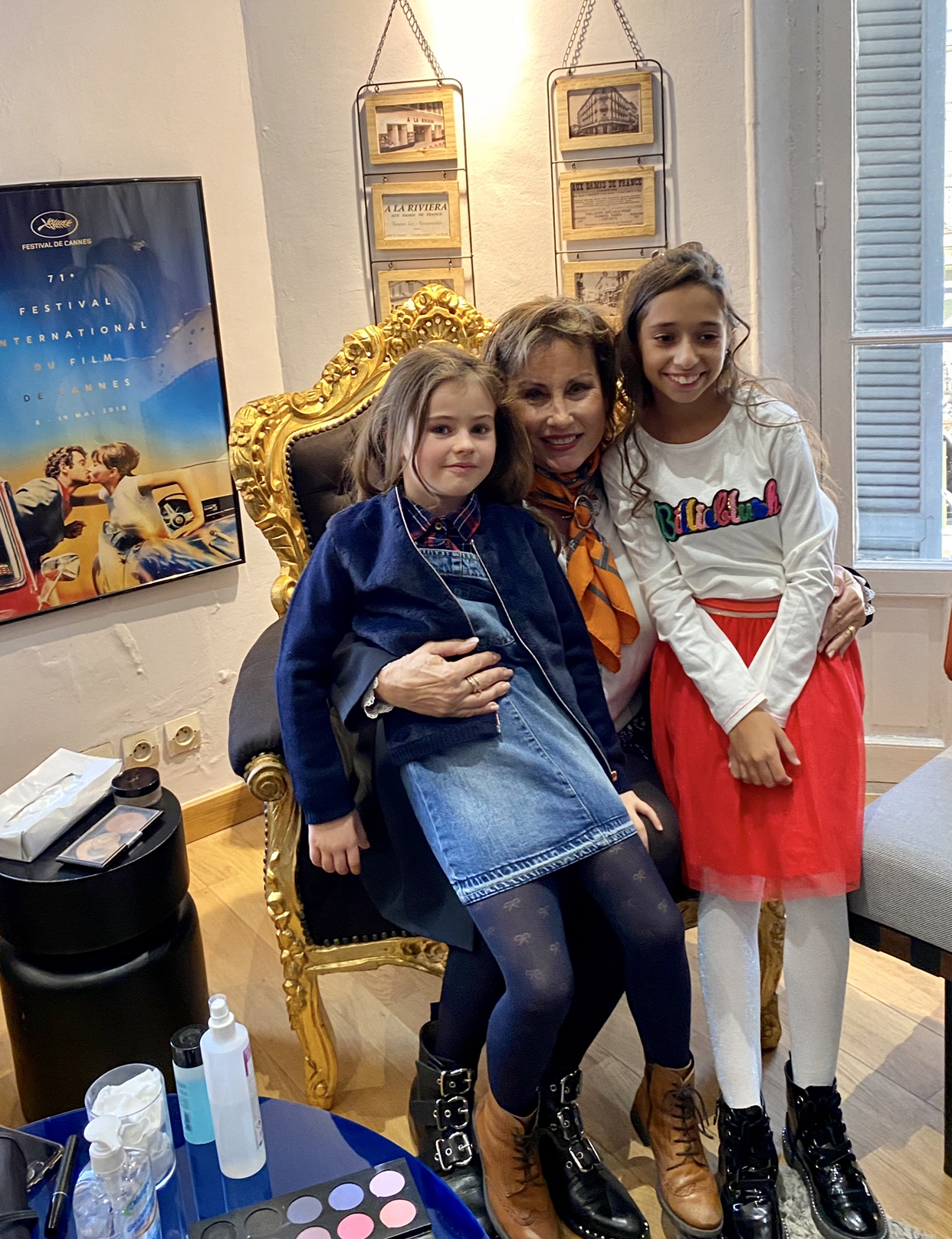 deux jeunes filles  aux 3 J