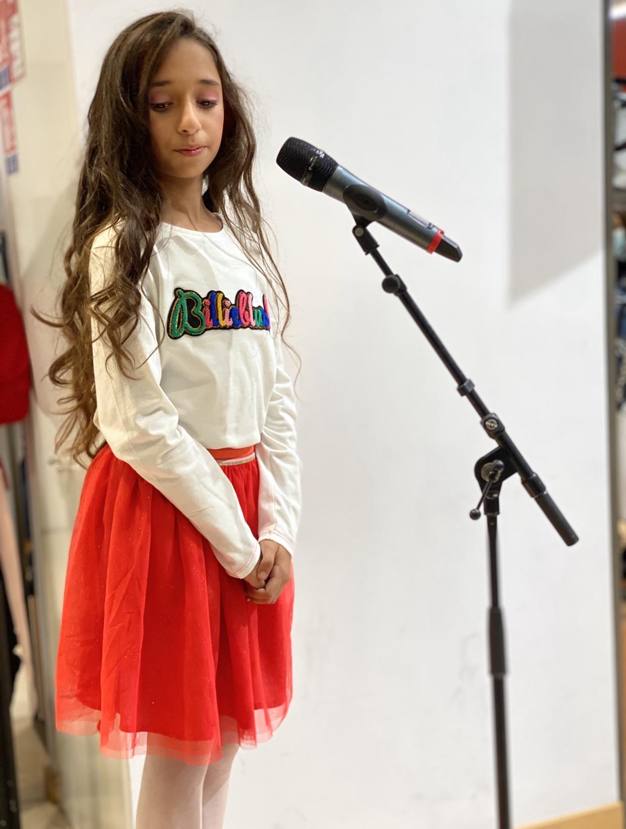 Rebecca Sayaque chante pour les 3J